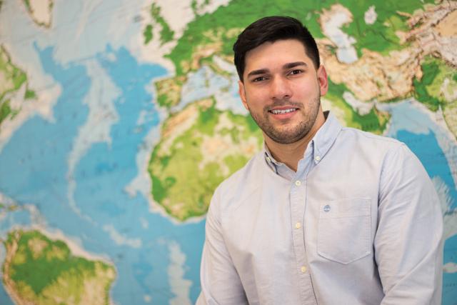 """Samuel Soares – """"O Airbnb acrescentou uma nova fatia de viajantes no mercado do turismo. Muitos que antes não possuíam condições, hoje conseguem alugar um espaço em qualquer lugar do mundo"""""""