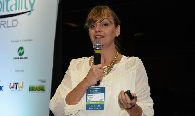 Gabriela Otto durante o Painel 2, realizado no primeiro dia do Conotel